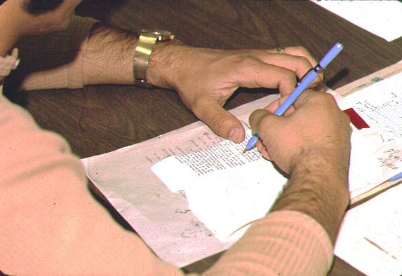 Hasil setting kemudian dikoreksi oleh korektor (proof reader).
