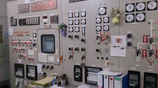 九重観光ホテル地熱発電施設 制御盤