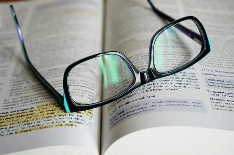 Sumber cetak dapat berasal dari jurnal cetak, karya ilmiah akademis (skripsi, tesis, disertasi,. Cara Menulis Footnote Dari Kbbi - Guru