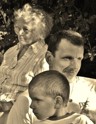 A smile in three generations (not fully related: child + father + the other grandma; mom is in the previous photo).