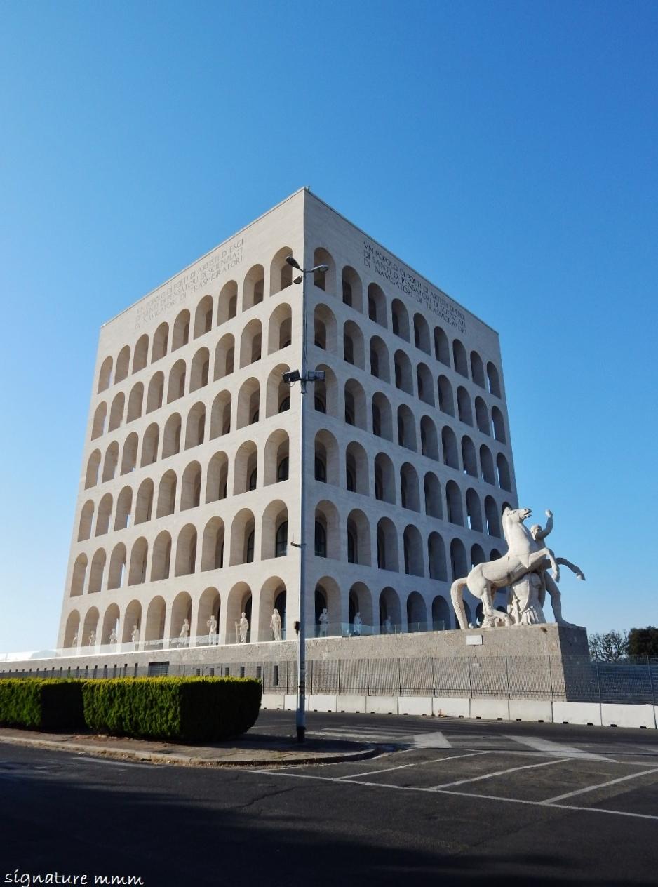 Suvi's Statues: Rome's Eur