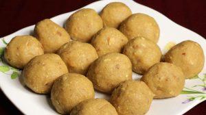 Atta Ka Ladoo Recipe by Manjula