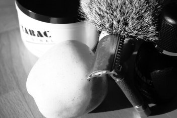 How to shave sensitive sking with safety razor, badger hair brush and shaving soap