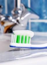 Toothbrush & Toothpaste to maintain white teeth
