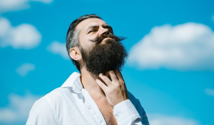 Buy the best beard oil to get rid of beard itch and beard dandruff