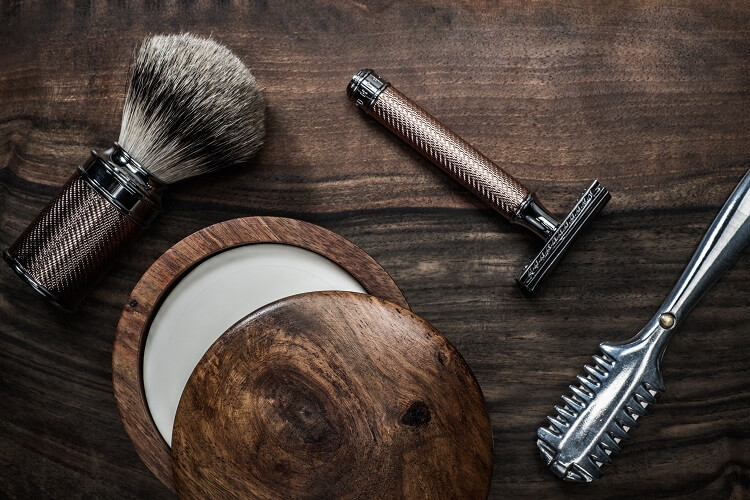 Traditional wet shaving set reduces irritation and beard itch.