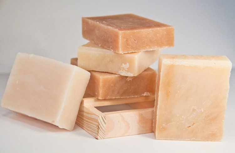Bar soap. Uses and ingredients