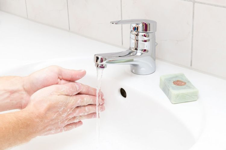 How to wash your hands properly step 2