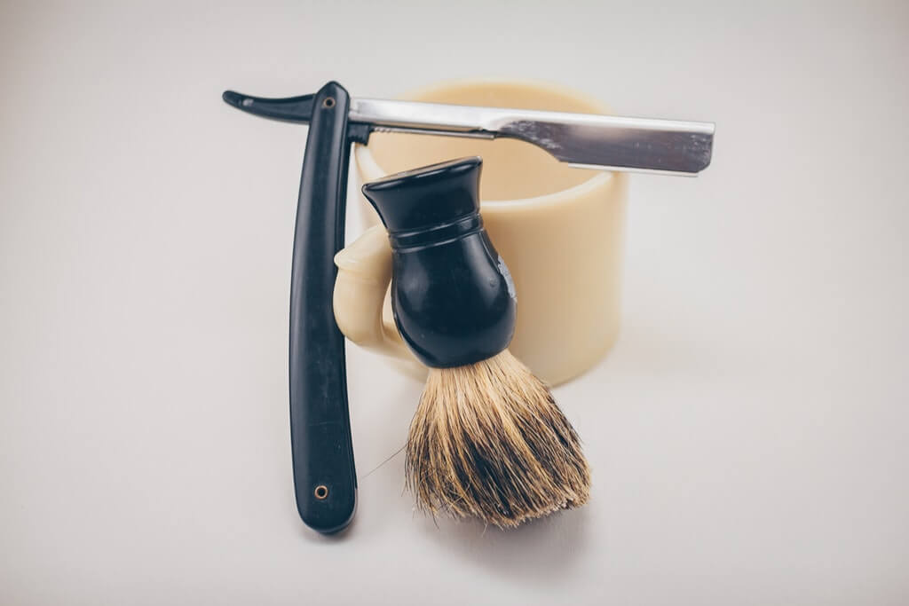 Tools to wet shave - straing razor and shaving brush
