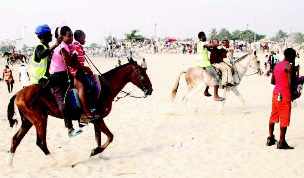 Horse-riding-popular-at-Bar-Beach-780x458 (1)