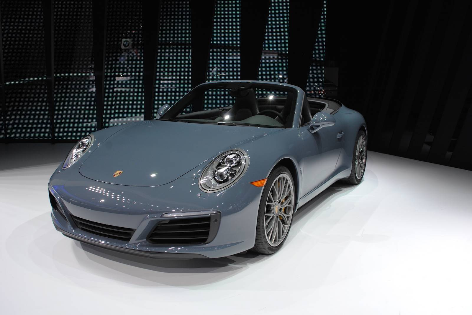 let 39 s a look at the porsche 911 carrera s cabriolet. Black Bedroom Furniture Sets. Home Design Ideas