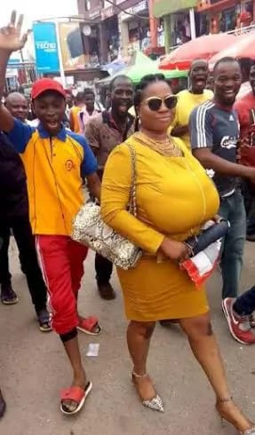 nigerian lady with big breasts (2)