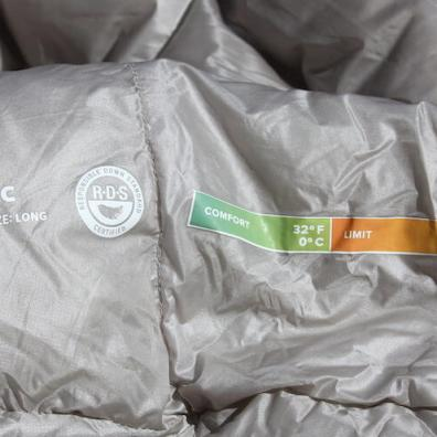 This photo shows a close-up of the Therm-a-Rest Vesper Quilt comfort ratings and down fill power.