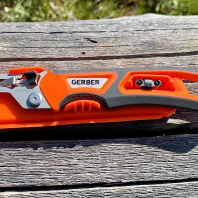 This photo shows the Gerber Randy Newberg EBS knife handle in the case.