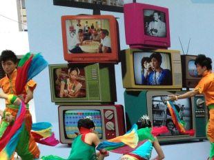 Dancing & TV, Singapore