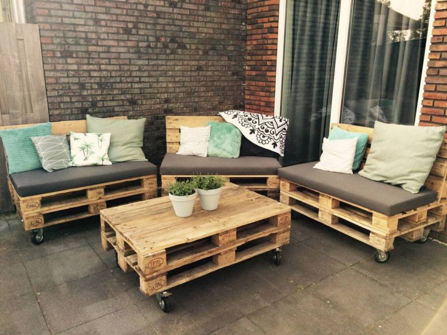 Zelf loungset van pallets maken incl bouwtekening en for Houten tuinbank zelf maken