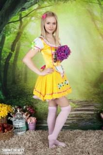Lulya, knappe blonde tiener heeft een mooi geschoren kutje
