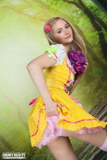 Lulya-knappe-blonde-tiener-kleedt-zich-uit-004