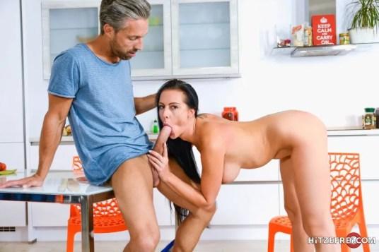 Texas-Patti-heeft-geile-seks-in-de-keuken-15