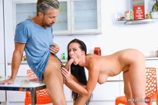 Texas-Patti-heeft-geile-seks-in-de-keuken-16