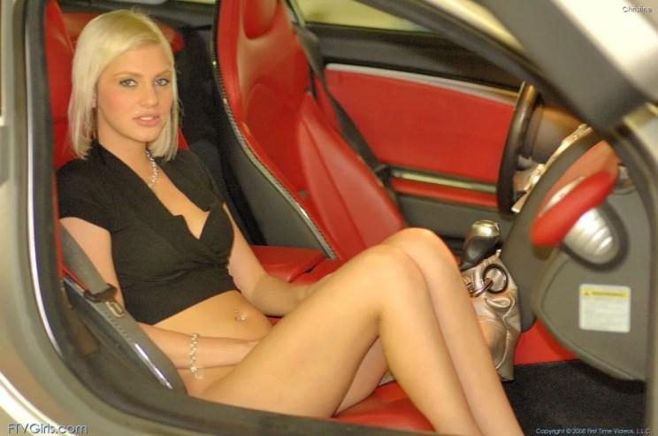 Christine-gaat-graag-naakt-bij-dure-auto's-08