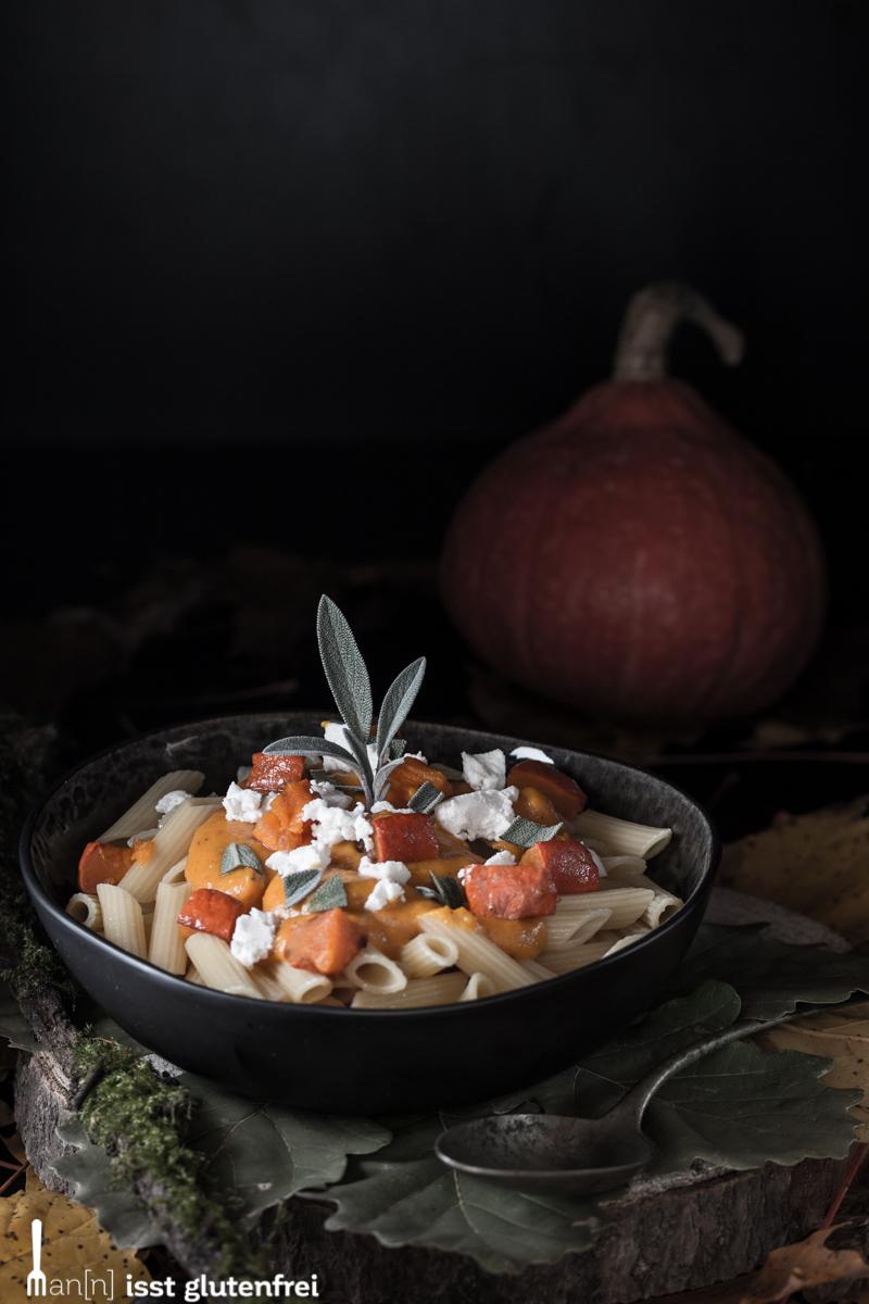 Glutenfreie Nudeln mit Salbei-Kürbissauce und Ziegenkäse