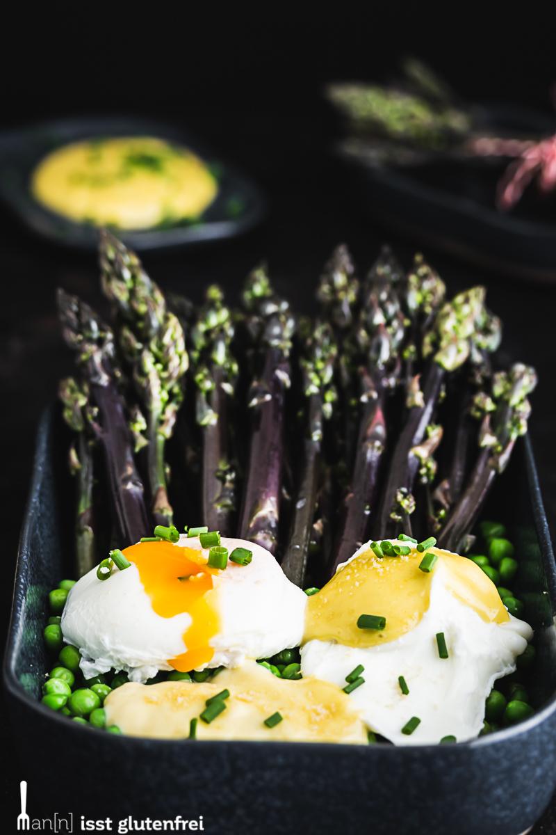 Pochierte Eier mit grünem Spargel, Erbsen und Miso-Mayonnaise