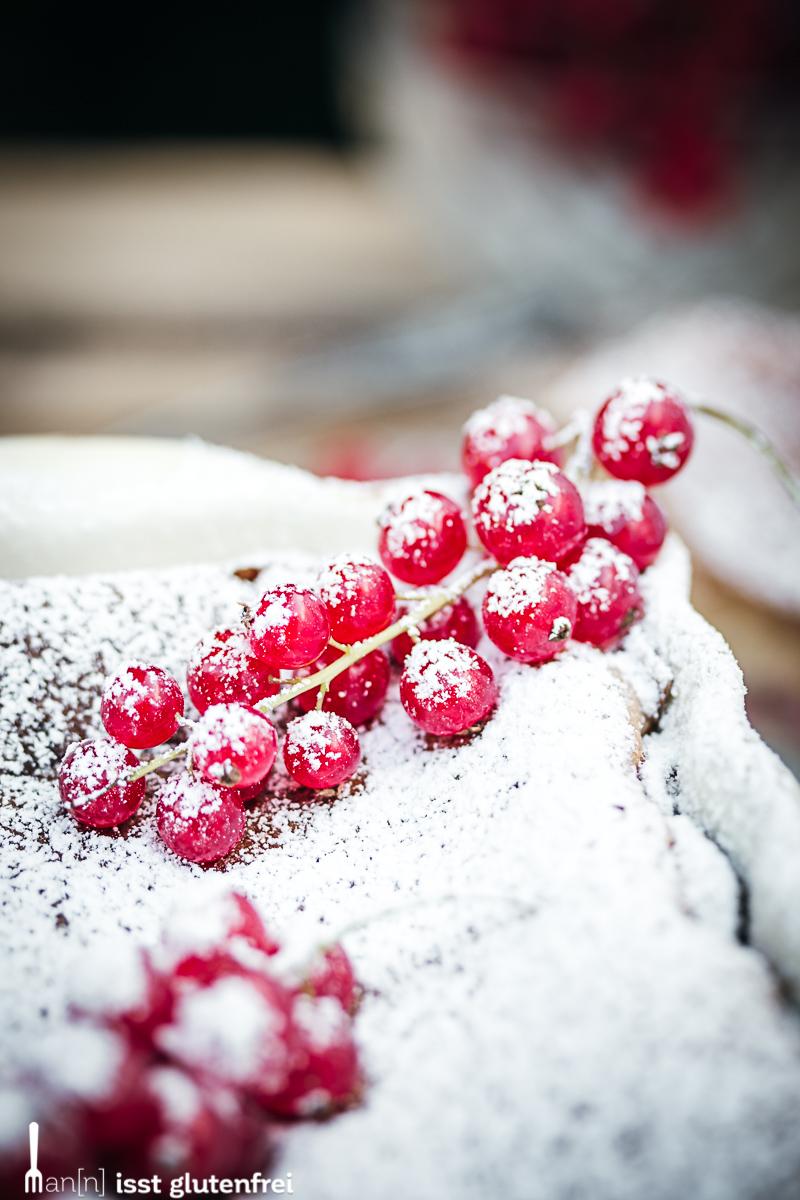 Rote Johannisbeeren mit Puderzucker