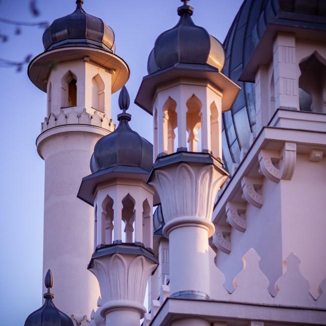 """<small style=""""color:red"""">Neue Tour:</small><br><b>""""Sakralbauten der Siemensstadt & Moschee""""</b> 8"""