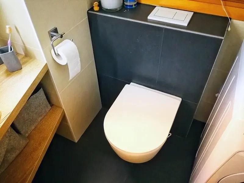 Hänge-WC von Laufen mit Betätigung von oben