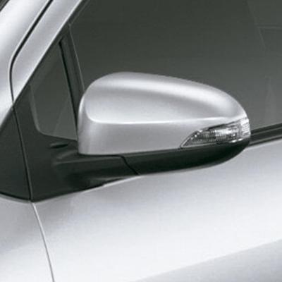 Retrovisores Exteriores   Con control eléctrico interior, luces direccionales alógenas integradas y aspas aerodinámicas en las bases para estabilizar el flujo de aire en los laterales.