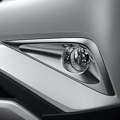 NEBLINEROS   Luces antiniebla integradas con elegantes molduras, con detalles smoke (Disponible según versión).