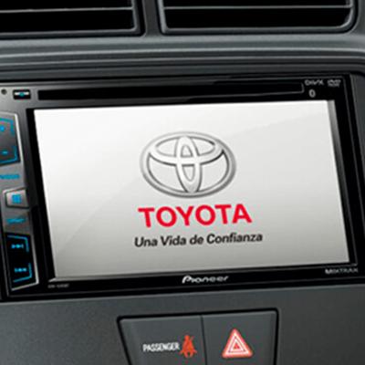 "Radio touchscreen 6.2"".   Mantén el ritmo con la radio touchscreen de 6.2'' + AM/FM, CD, DVD, MP3, USB, AUX, Bluetooth + 4 parlantes."