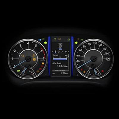 """Pantalla Multi-información   Permite al conductor ver al instante información útil sobre la marcha y desempeño del vehículo. Con pantalla TFT (Thin Film Transistor) a color de 4.2"""", según versión."""
