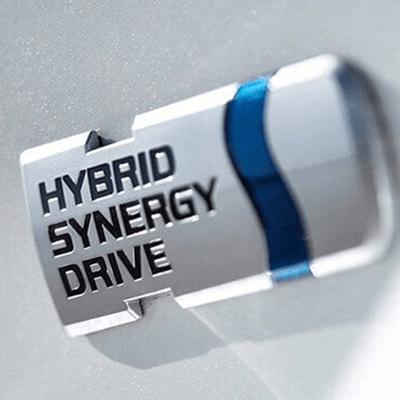 Hybrid Synergy Drive   La tecnología Hybrid Synergy Drive, desarrollada por Toyota, combina a la perfección el motor de combustible y el motor eléctrico, permitiendo un máximo rendimiento, una menor emisión de gases contaminantes y un manejo silencioso y único.