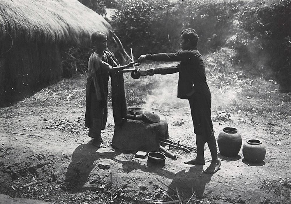 Bán nước chè. 1919.