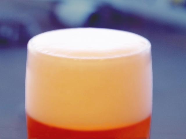 缶ビールの泡