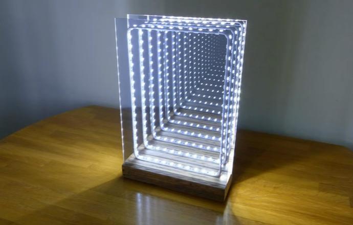 Cmo hacer un espejo con efecto ilusorio de fondo infinito con luces LED  Manos a la Obra