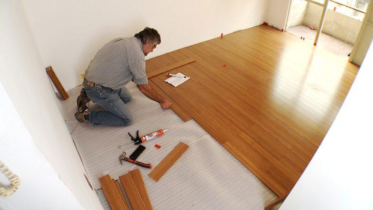 Aprende cmo instalar un piso flotante de madera slida en