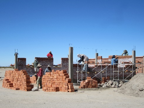 Construction of the classroom and teacher housing in Challacota.