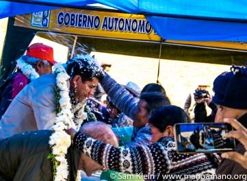 Local people honor Mano a Mano.