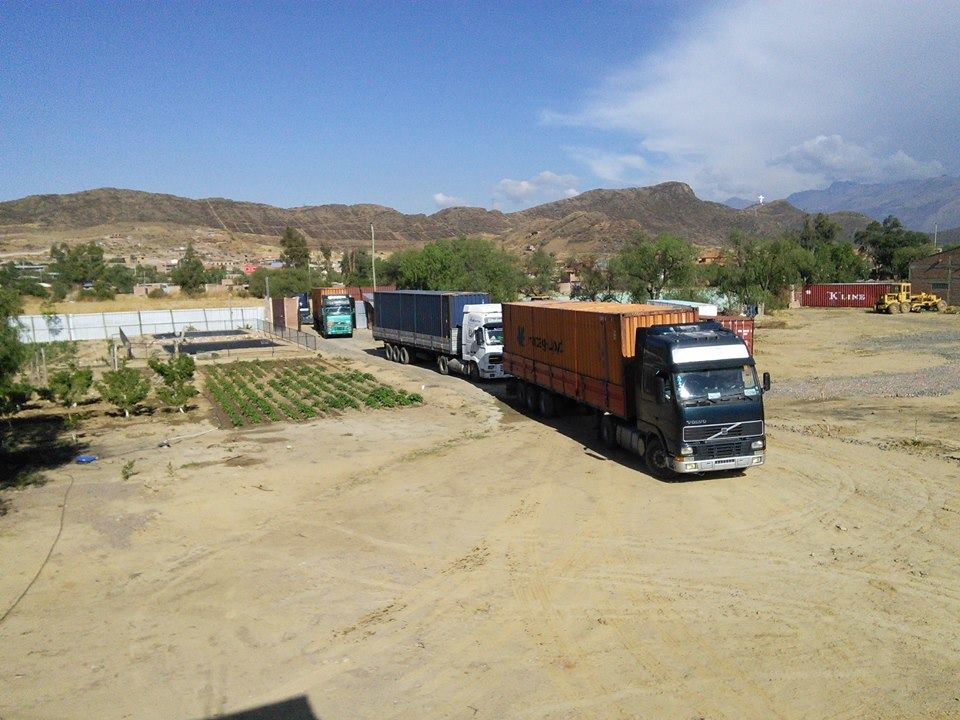 Containers arriving at Mano a Mano's warehouse in Cochabamba, October 2016.