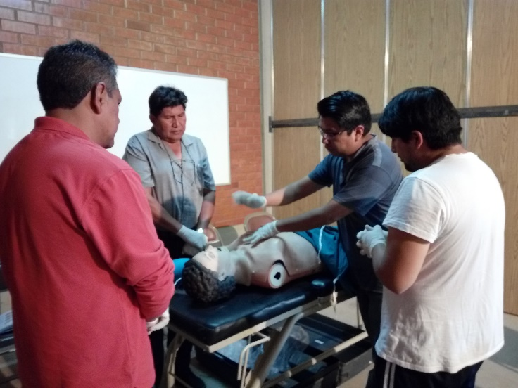 Medical staff from SEDES Cochabamba (Servicio Departamental de Salud, or Departmental Health Services) attend a continuing health education workshop focusing on the management of thoracic trauma with Mano a Mano Bolivia on November 10th, 2017.