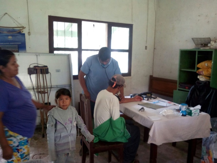A volunteer from  Mano a Mano Bolivia providing medical care during a weekend health clinic in Trinidadcito on October 14-15, 2017.