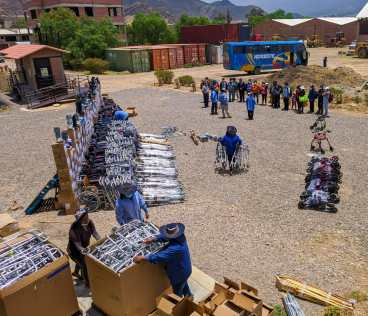 A large-scale distribution of supplies at our Cochabamba warehouse in 2020.