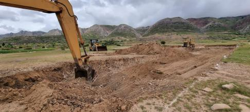 Excavator selecting material prior to loading