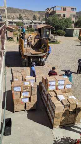 Loading medical cargo for Oruro