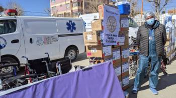 Mano a Mano and Rotary Club Oruro distributed medical supplies and equipment to 18 Oruro-area health centers on Friday, June 25th.