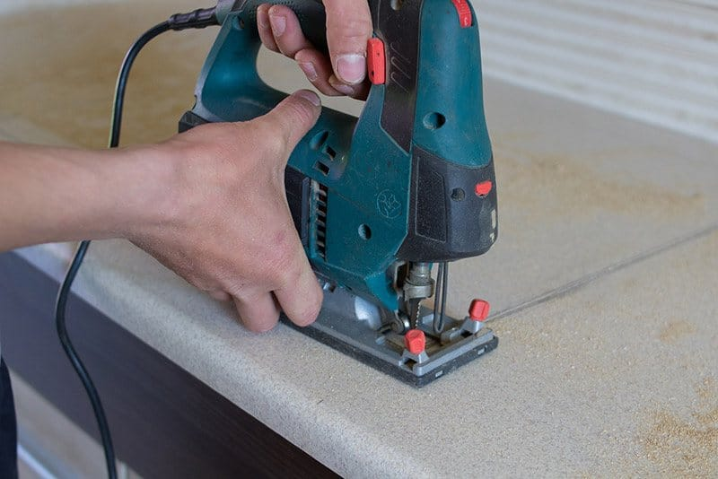 jigsaw-vs.-circular-saw-cutting-with-jigsaw