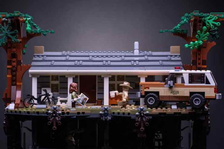 front house view stranger things lego set